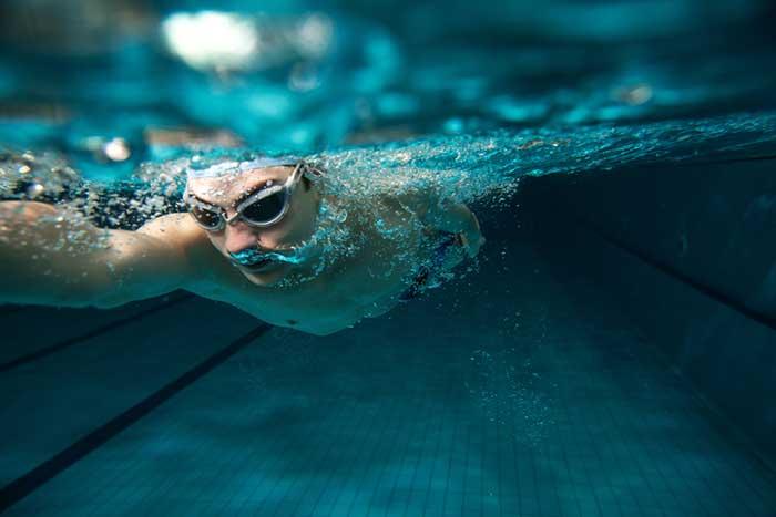 nager et mal de dos