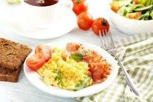oeufs brouillés au petit déjeuner