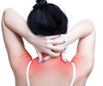 Pourquoi fait mal le dos dans le domaine des omoplates que faire